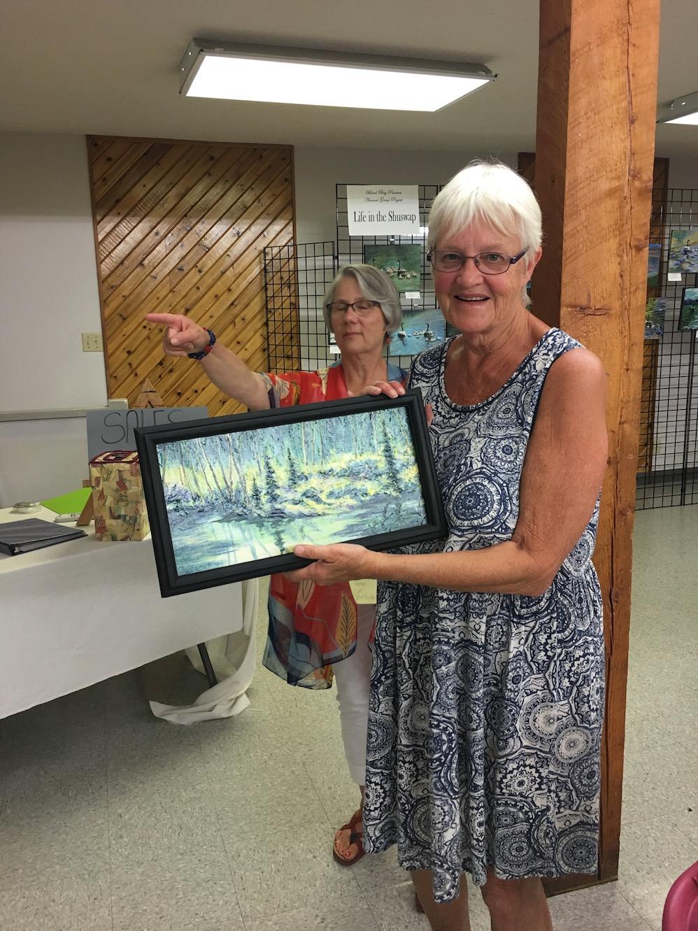 Lynda Earley winning a Judy Mackenzie Acrylic Painting